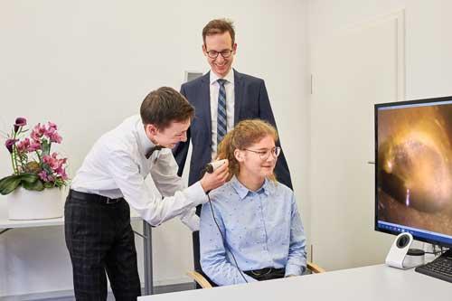 Bei der Hörgeräte Ausbildung bei Trabert ist ein Hörakustiker Meister immer der Ansprechpartner für die Auszubildenden